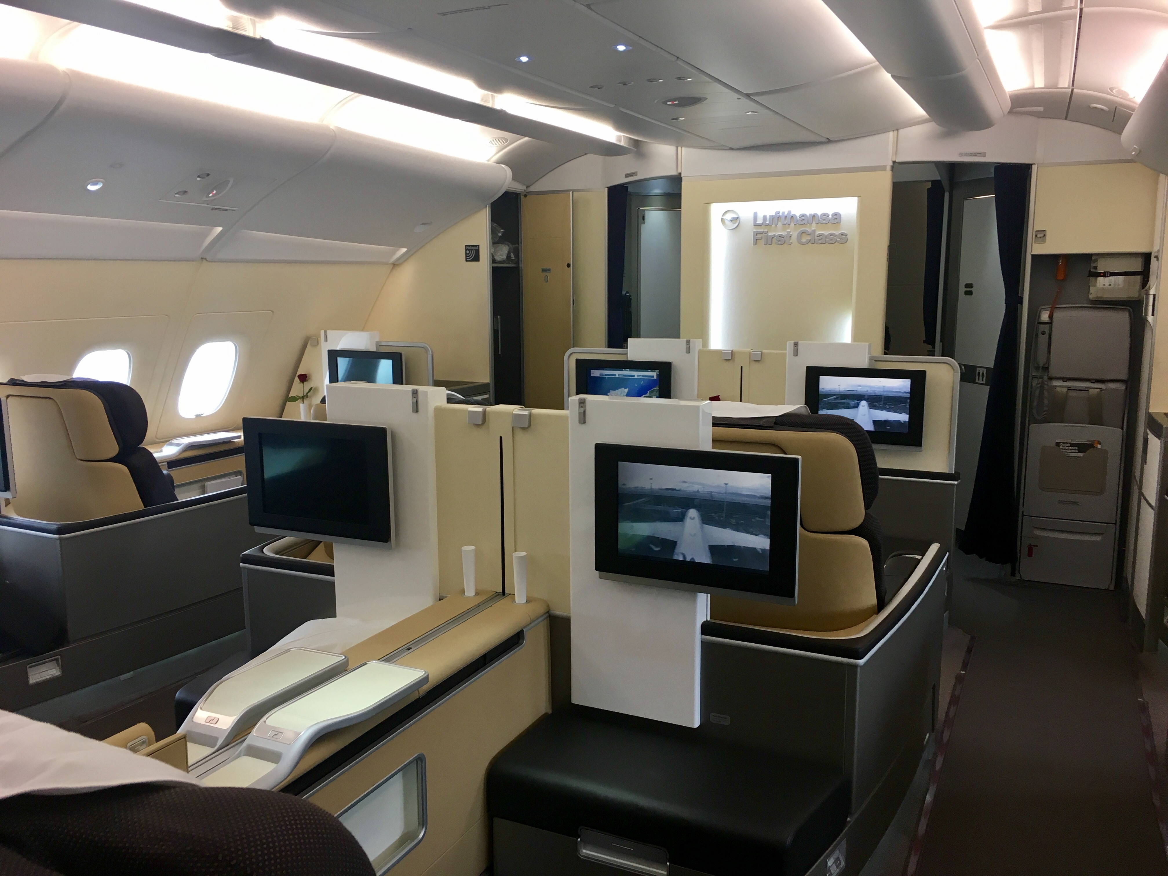 bewertung lufthansa first class a380 frankfurt hong kong lh 796. Black Bedroom Furniture Sets. Home Design Ideas