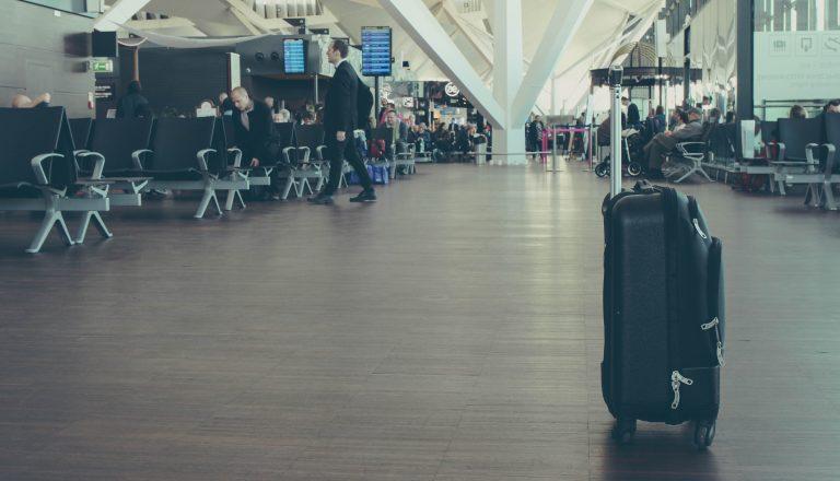 Das ist meine Erfahrung mit der AmEx Reiseversicherung AmEx Reiseversicherung american express reisekomplettschutz gepäckversicherung gepäckschutz unsplash singles day